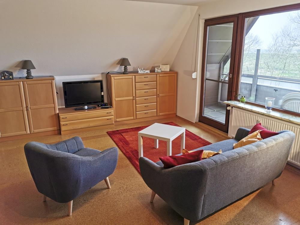FeWo_Deichblick-21-Stinteck-Haus-Deichlaeufer_Wohnzimmer-TV